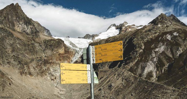 tour-du-mont-blanc-sign